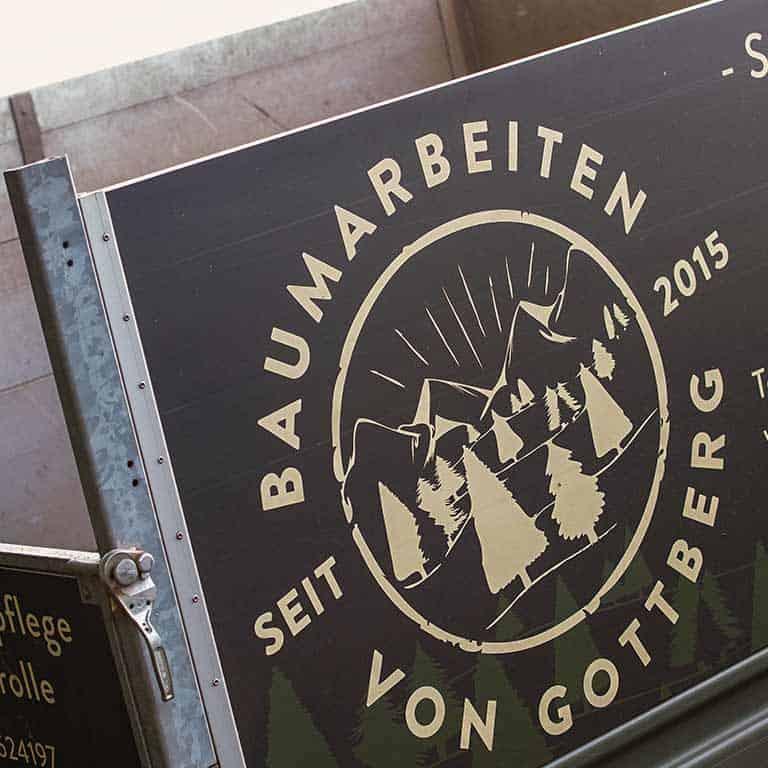 Fachgerechte Baumpflanzung durch Baumarbeiten von Gottberg